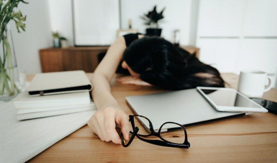 Bạn buồn ngủ dù vẫn ngủ đủ giấc là vì những lý do gì? 1